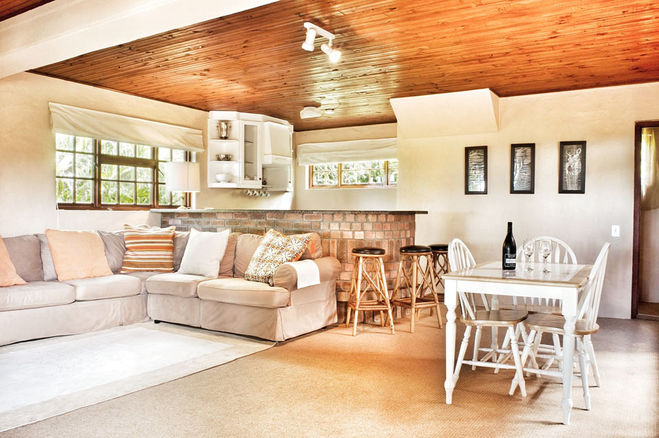 Living space downstairs at Bottlebrush cottage - Ideal as honeymoon accommodation Plettenberg Bay